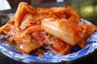 800px-Korean_cuisine-Kimchi-08