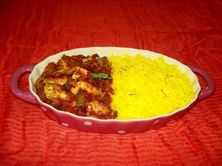 800px-Chicken_Tikka_Masala_with_Saffron_Rice